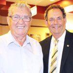 Deux grands amis: Jacques Robert et le maire Pierre Charron.